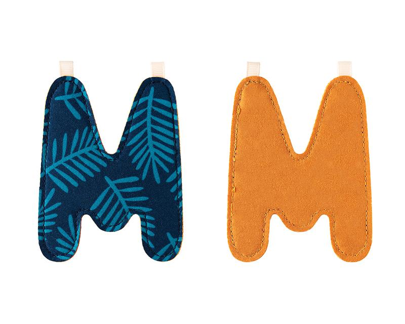 "Stoffbuchstabe ""M"" senfgelb dunkelblau"
