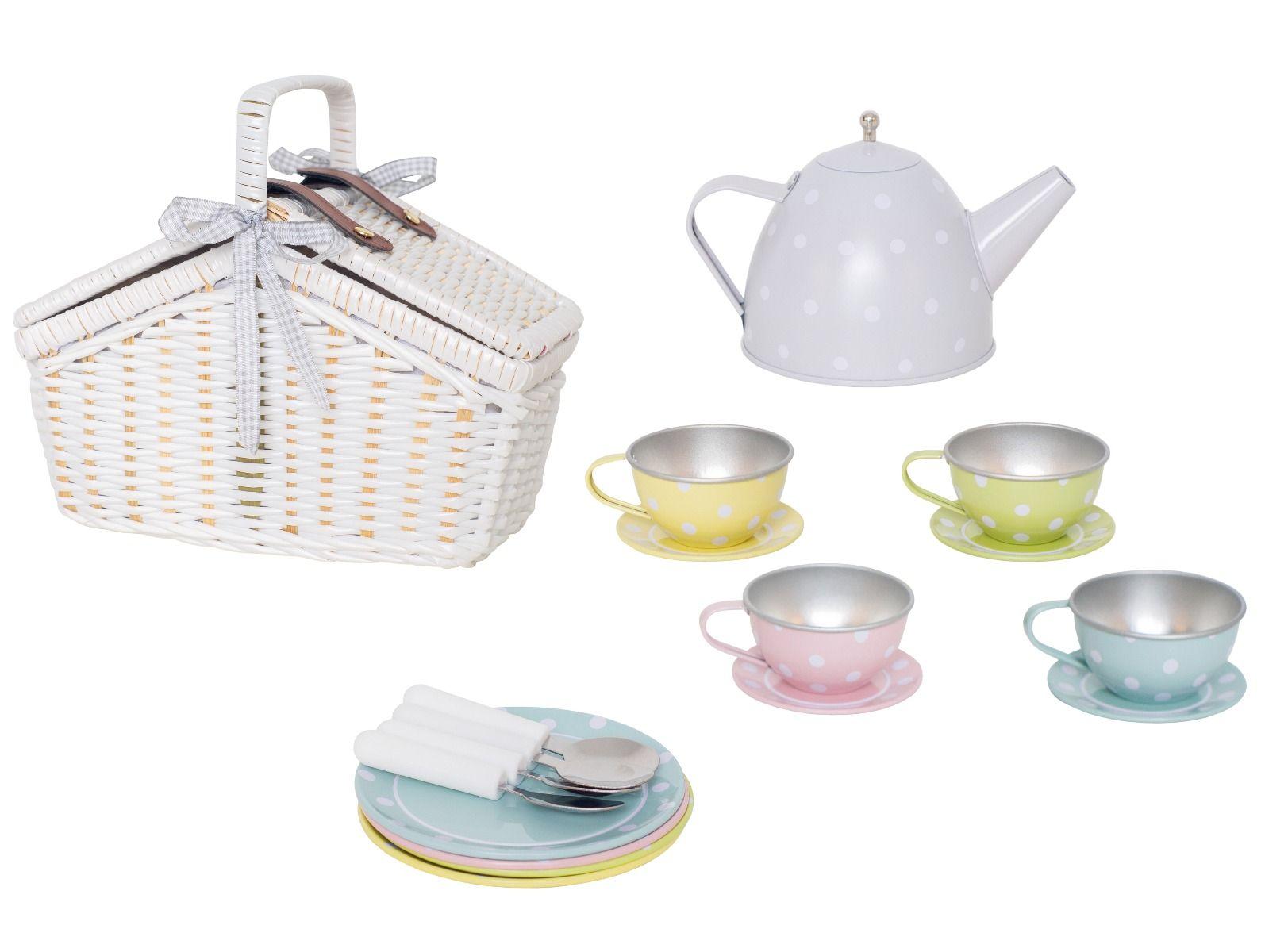 Tee-Set aus Blech im Picknickkorb